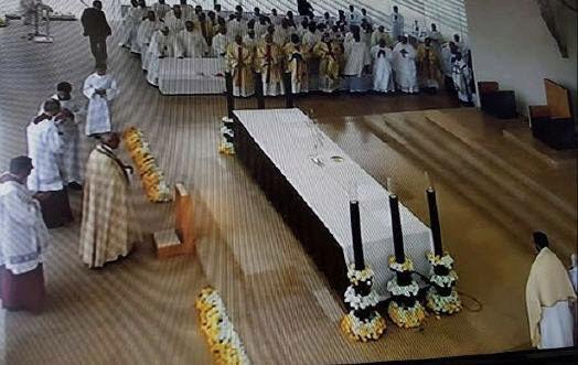 François : il a aussi détruit le Message de Notre-Dame de Fatima ! Sans-t27