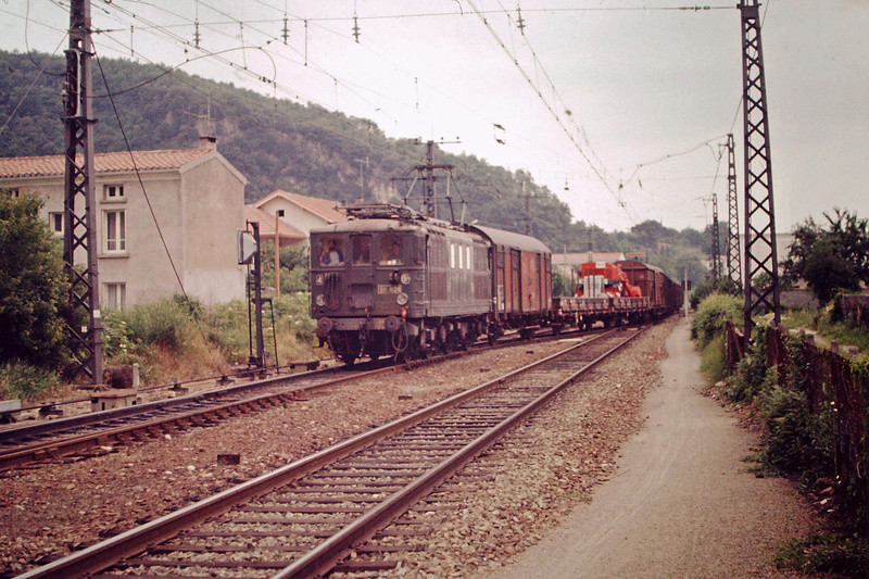 Pk 082,2 : Gare de Foix  (09) - La Saga Verte de Jean Louis - Page 5 Bb-41012
