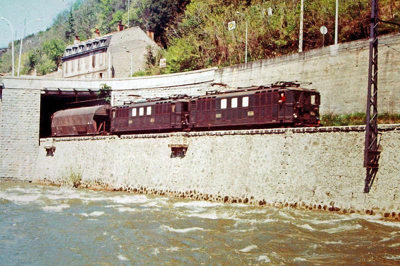 Pk 082,2 : Gare de Foix  (09) - La Saga Verte de Jean Louis - Page 5 Bb-41015