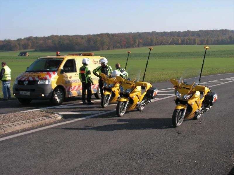 Véhicules d'escorte pour convois exceptionnels Convoi10