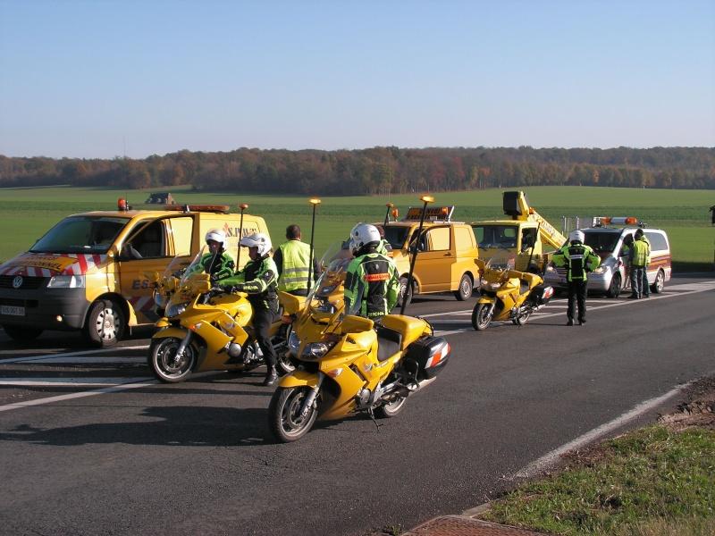Véhicules d'escorte pour convois exceptionnels Convoi11