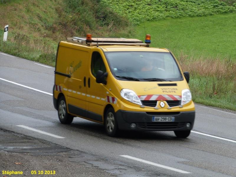 Véhicules d'escorte pour convois exceptionnels P1160354