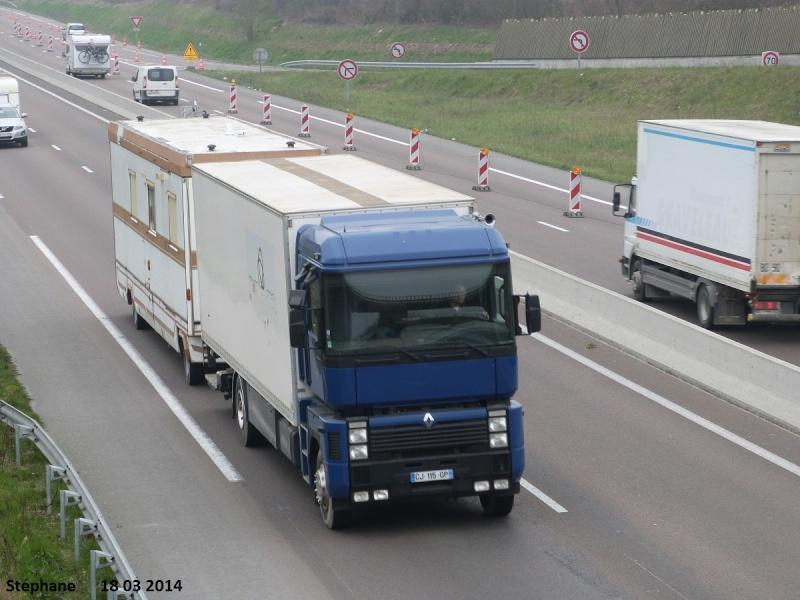 Les Camions des forains - Page 4 P1210852