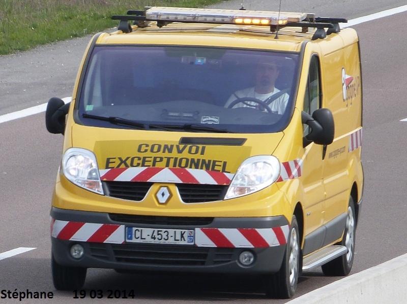 Véhicules d'escorte pour convois exceptionnels P1210913