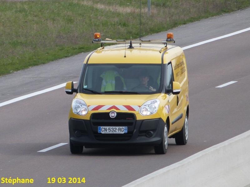 Véhicules d'escorte pour convois exceptionnels P1210914