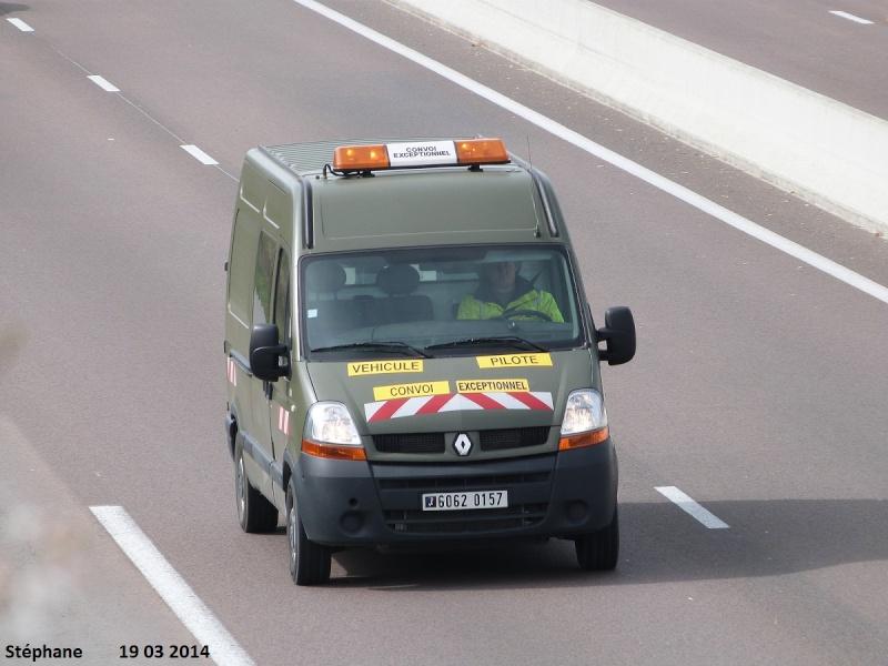 Véhicules d'escorte pour convois exceptionnels P1220070