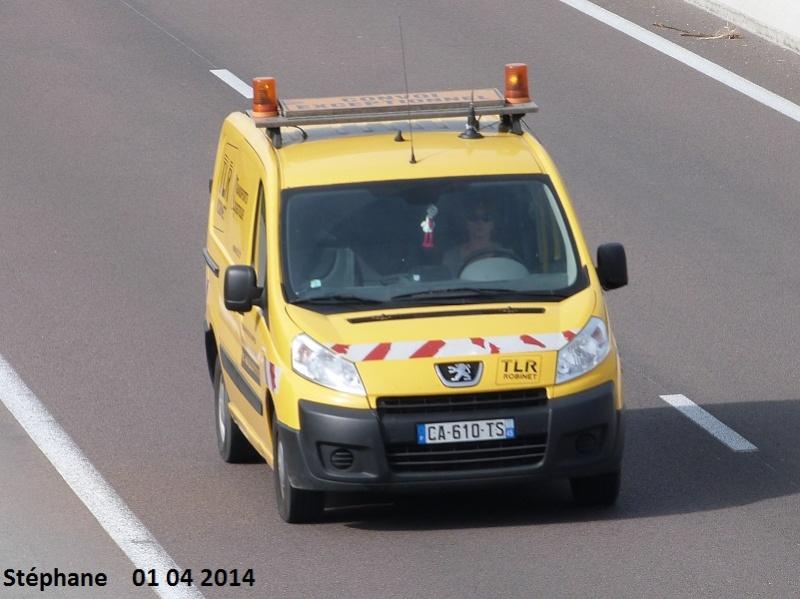 Véhicules d'escorte pour convois exceptionnels P1230030