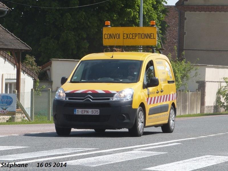 Véhicules d'escorte pour convois exceptionnels P1230710