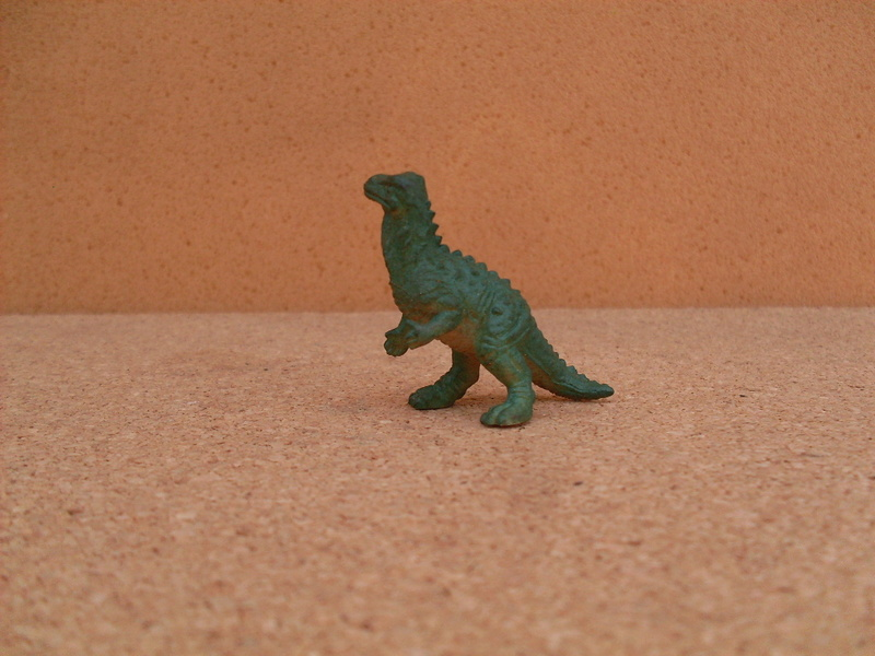 Asking pictures of Panini dinos and related!  7-igua12