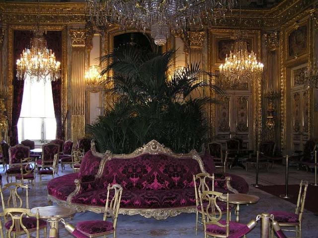 Le Louvre, ses fantômes et ses stars 1_1_1192