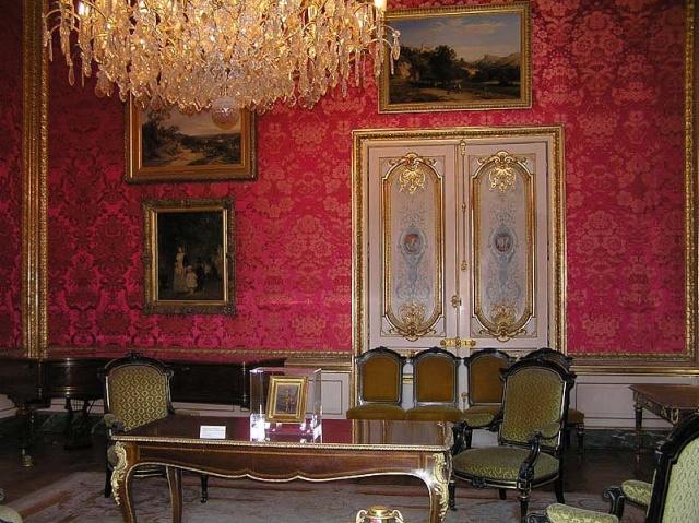 Le Louvre, ses fantômes et ses stars 1_1_1260
