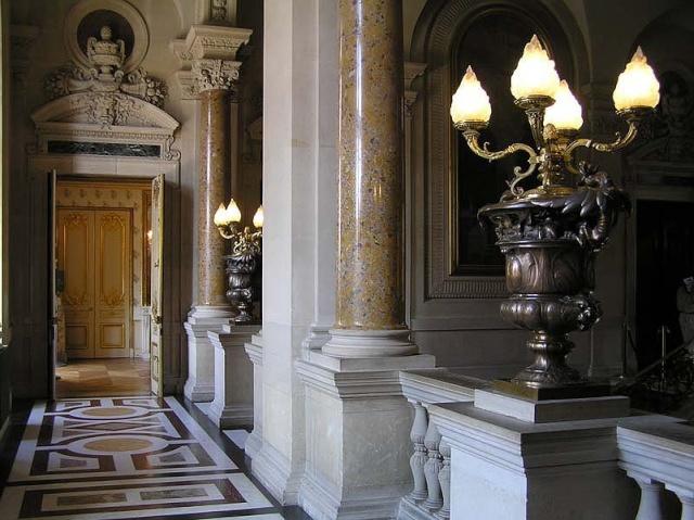 Le Louvre, ses fantômes et ses stars 1_1_1_14