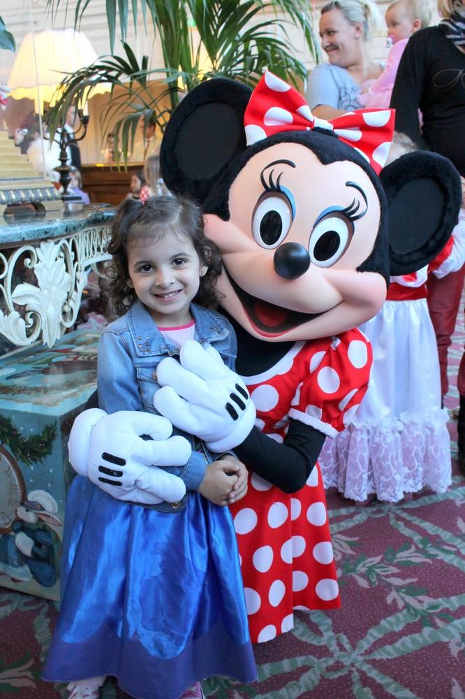 Vos photos avec les Personnages Disney - Page 2 Img_2012