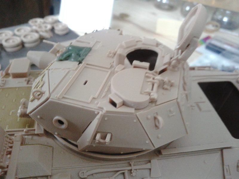 M3A3 Bradley 1/35 de chez Meng - Page 2 Img_2037
