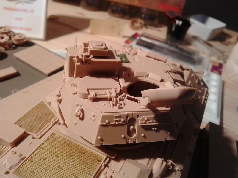 M3A3 Bradley 1/35 de chez Meng - Page 2 Img_2046