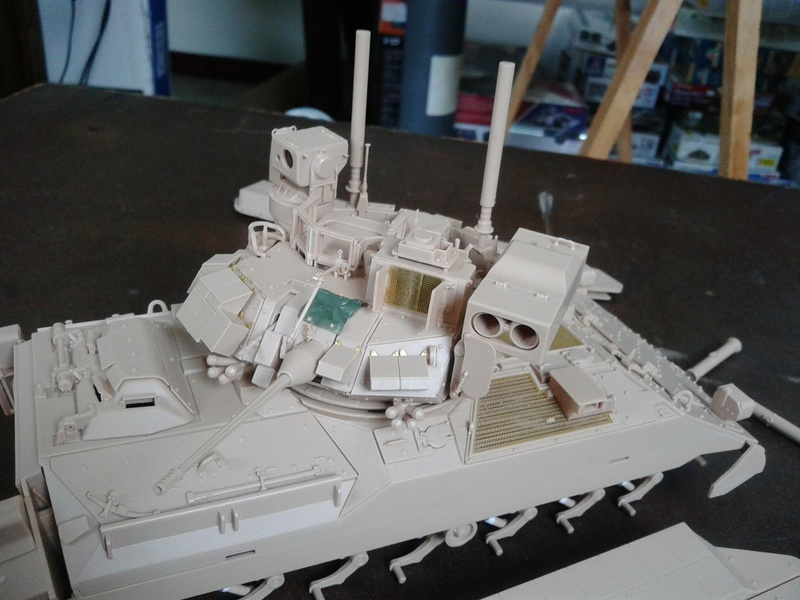 M3A3 Bradley 1/35 de chez Meng - Page 2 Img_2058