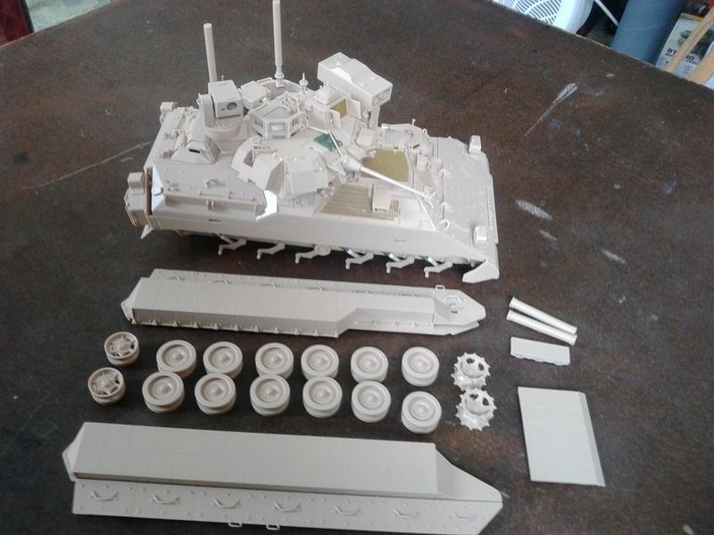 M3A3 Bradley 1/35 de chez Meng - Page 2 Img_2063