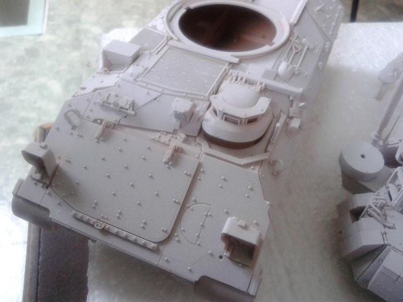 M3A3 Bradley 1/35 de chez Meng - Page 2 Img_2079