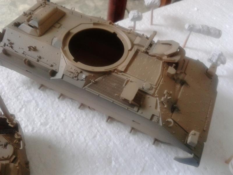 M3A3 Bradley 1/35 de chez Meng - Page 2 Img_2082