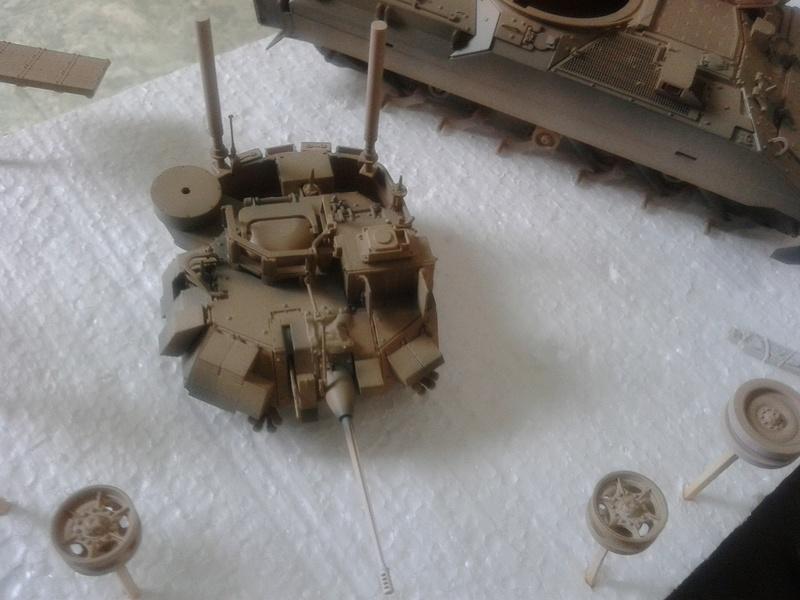 M3A3 Bradley 1/35 de chez Meng - Page 2 Img_2083