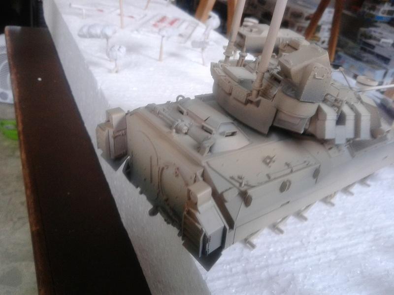 M3A3 Bradley 1/35 de chez Meng - Page 2 Img_2086