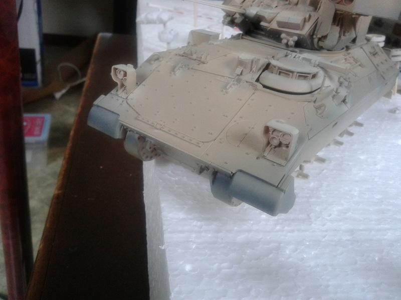 M3A3 Bradley 1/35 de chez Meng - Page 2 Img_2088