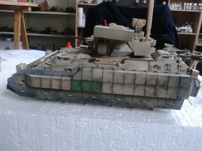 M3A3 Bradley 1/35 de chez Meng - Page 3 Img_2089