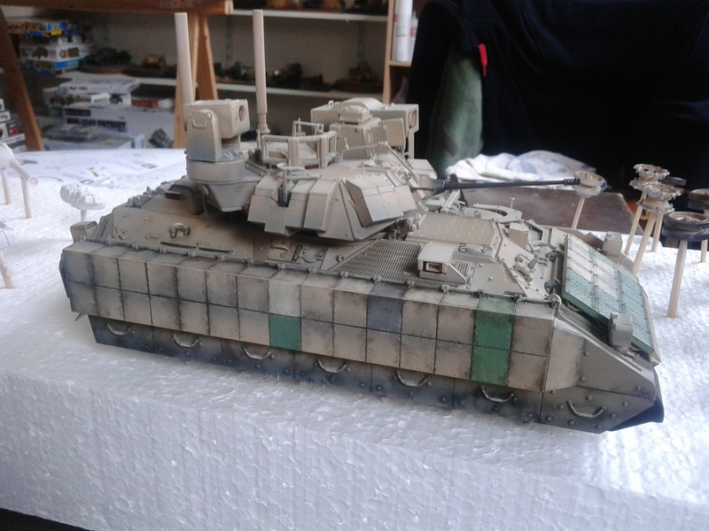 M3A3 Bradley 1/35 de chez Meng - Page 3 Img_2090
