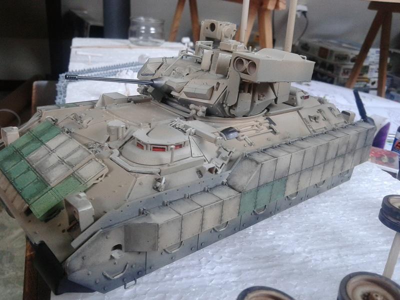 M3A3 Bradley 1/35 de chez Meng - Page 3 Img_2092