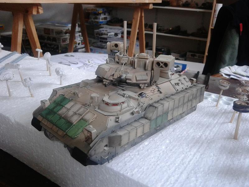 M3A3 Bradley 1/35 de chez Meng - Page 3 Img_2093
