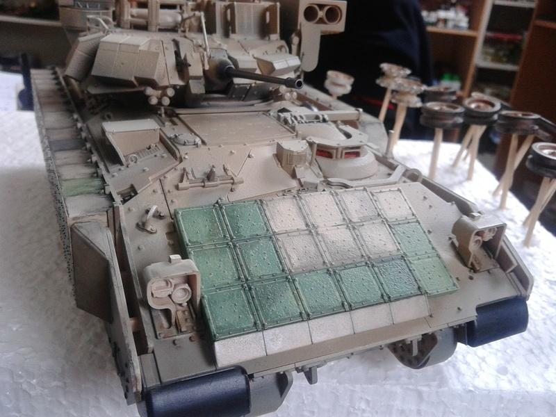 M3A3 Bradley 1/35 de chez Meng - Page 3 Img_2094