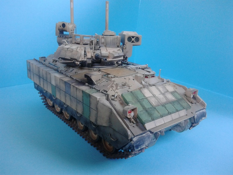 M3A3 Bradley 1/35 de chez Meng - Page 3 Img_2096