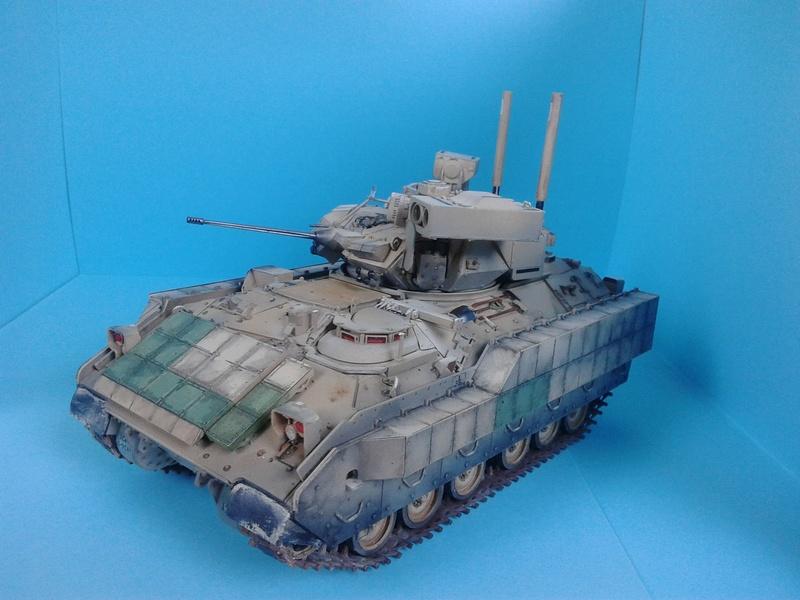 M3A3 Bradley 1/35 de chez Meng - Page 3 Img_2097