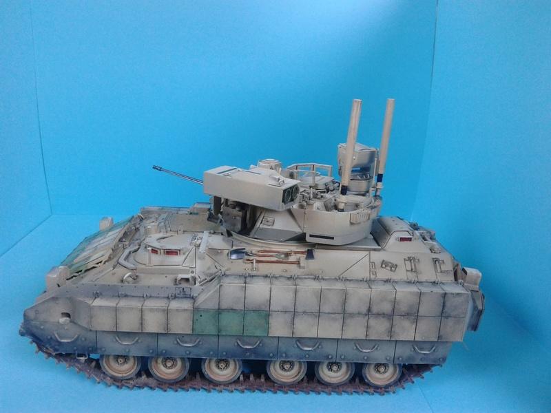 M3A3 Bradley 1/35 de chez Meng - Page 3 Img_2098