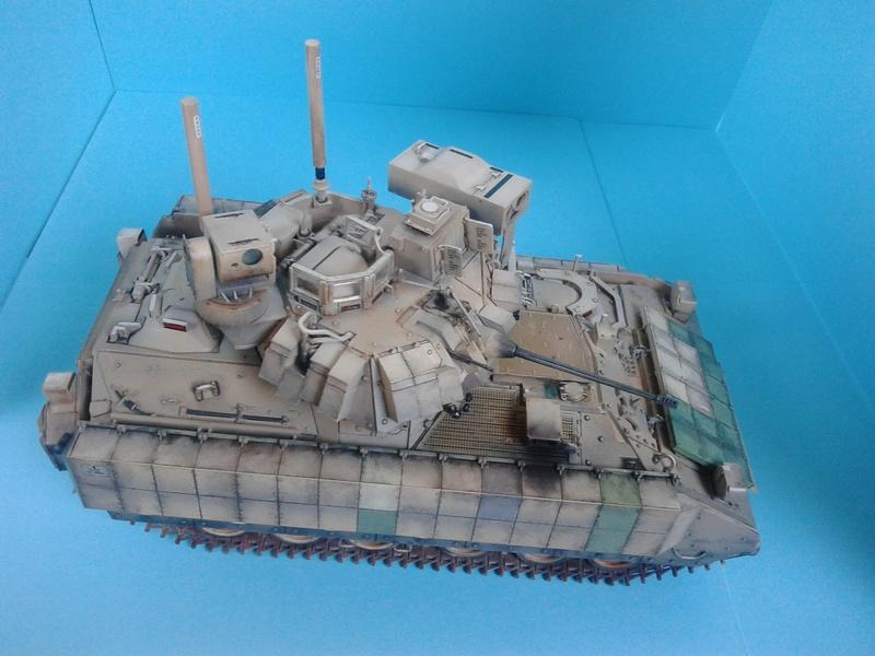 M3A3 Bradley 1/35 de chez Meng - Page 3 Img_2099