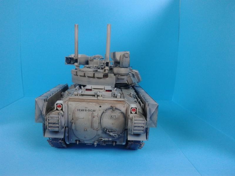 M3A3 Bradley 1/35 de chez Meng - Page 3 Img_2100