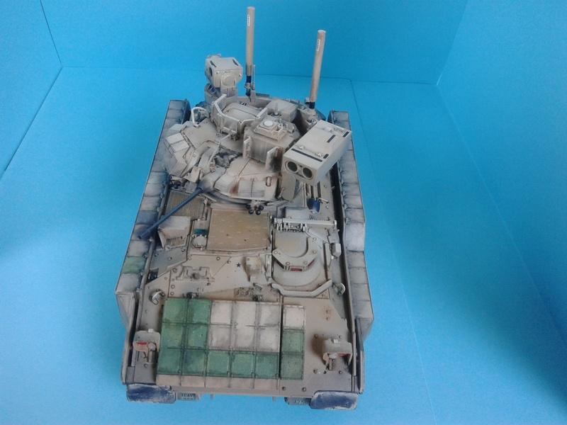 M3A3 Bradley 1/35 de chez Meng - Page 3 Img_2101