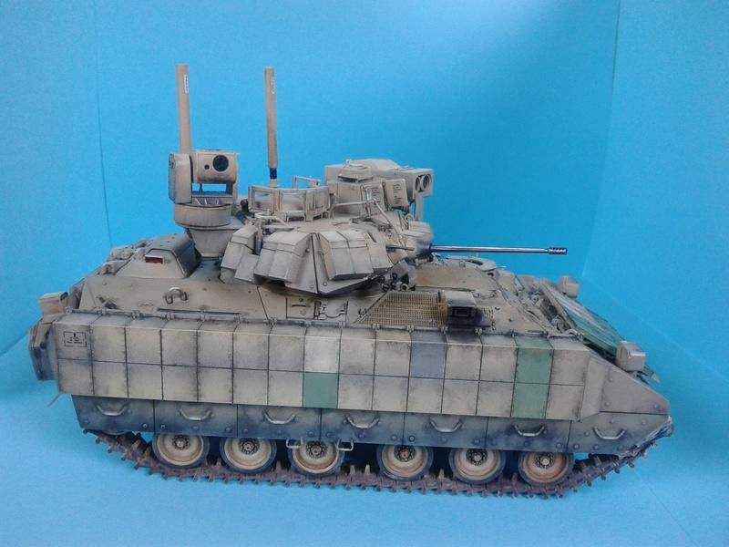 M3A3 Bradley 1/35 de chez Meng - Page 3 Img_2102