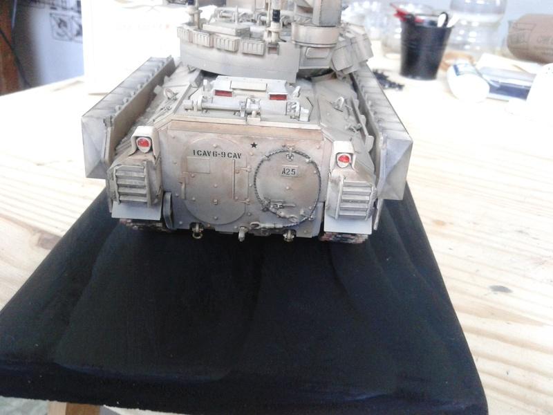 M3A3 Bradley 1/35 de chez Meng - Page 3 Img_2113