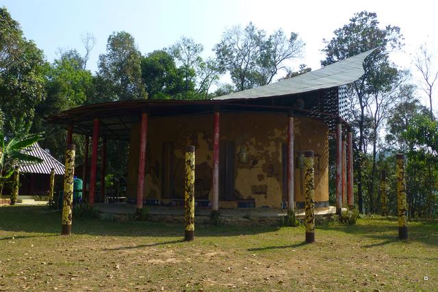 Un petit temple, sans doute unique en Thaïlande. P1130715