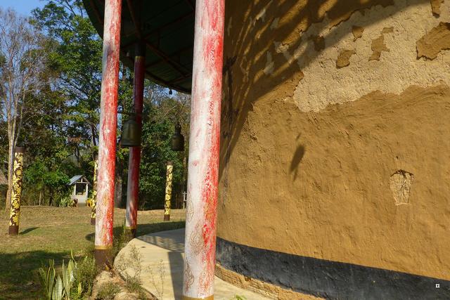 Un petit temple, sans doute unique en Thaïlande. P1130720