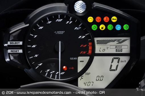 BMW S 1000 RR...2015 Yamaha10