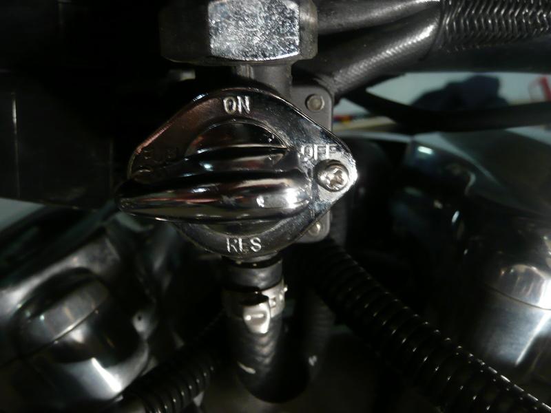 robinet essence P1150017