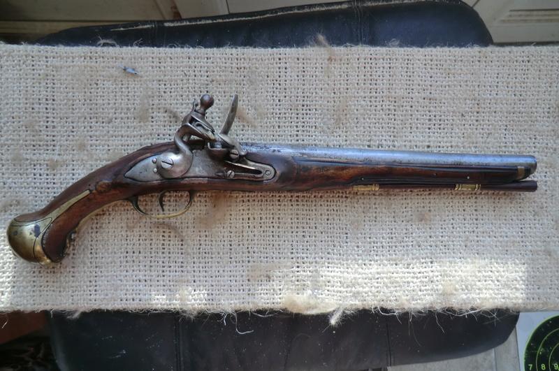 3 pistolets a silex inconnus Pistol10