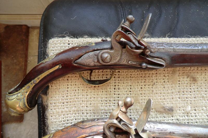 3 pistolets a silex inconnus Pistol12