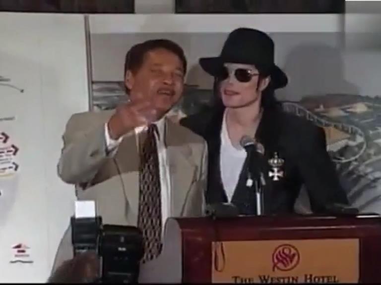 Michael anuncia que está lançando um parque temático em Detroit. 1998 Parq_t10