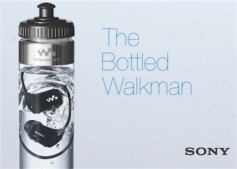 Sony vend un walkman étanche dans une bouteille d'eau 07159010