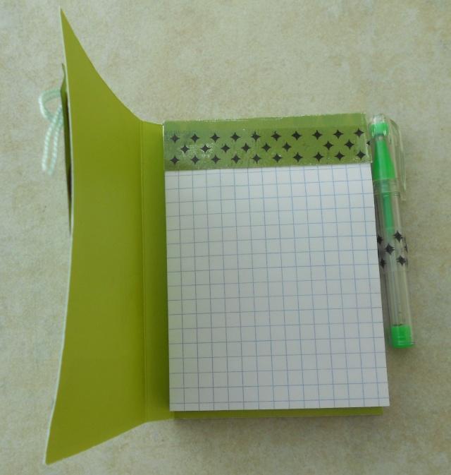 """Challenge """"Petits carnets""""-gagnante Nanie bravo - Page 2 Dscn2311"""