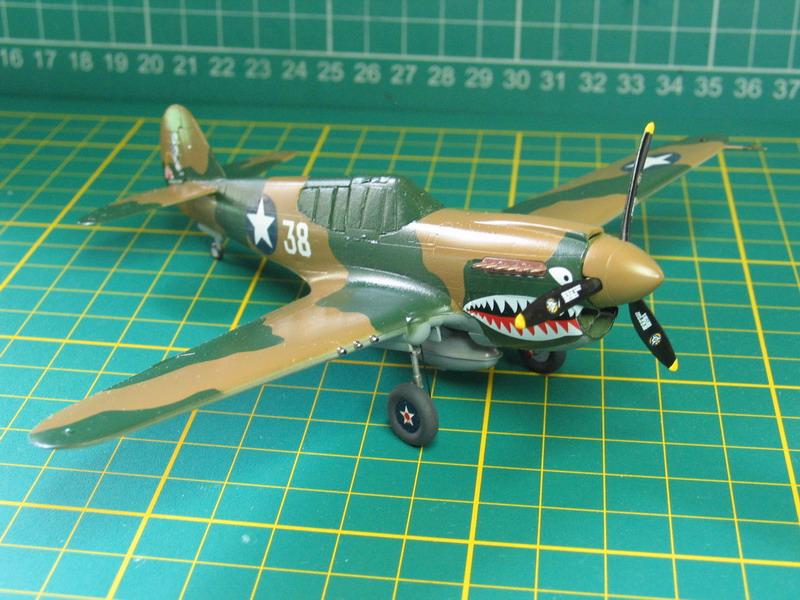 16h pour un ch'ti P40 E de l'USAAF (HobbyBoss au 72) - Page 3 P40_e_59