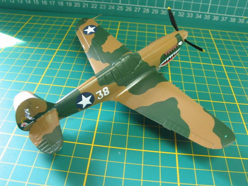 16h pour un ch'ti P40 E de l'USAAF (HobbyBoss au 72) - Page 3 P40_e_60